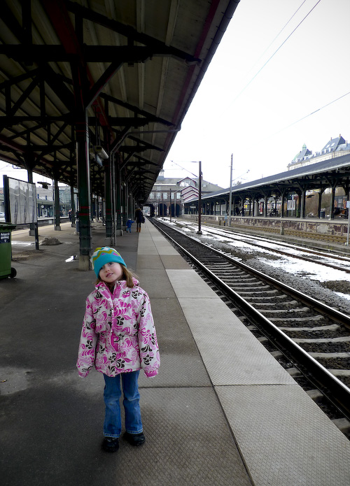 2010_02_28_emma_at_train_station_01