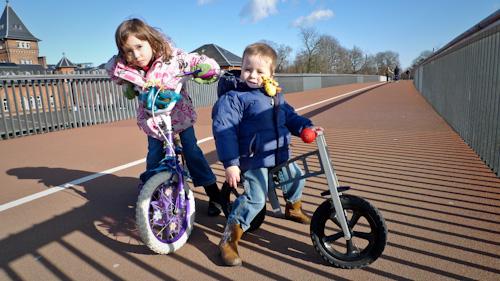 2010_03_14-emma_evan_on_bikes_01