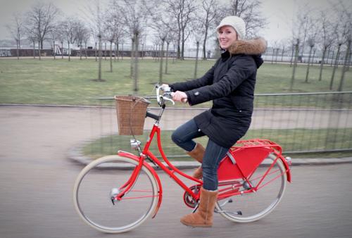 2010_03_27-Leigh_riding_bike_01