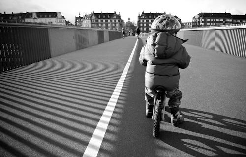 2010_03_27-evan_riding_on_bridge_01