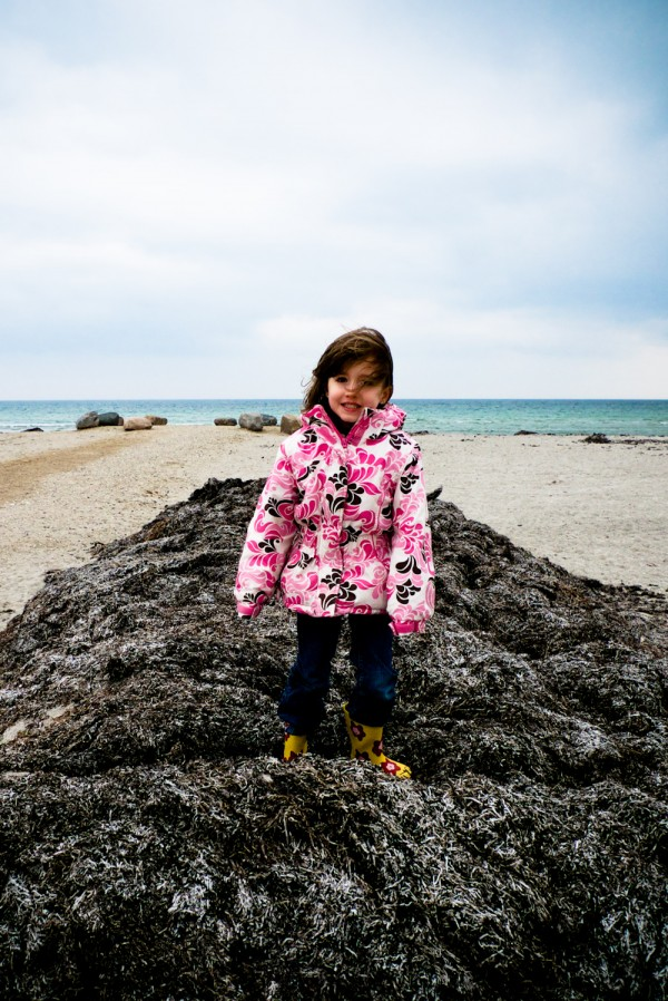 2010-05-06_emma_at_beach_02