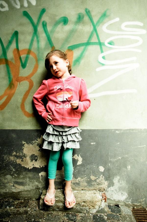 2010_06_16-helsingor_emma_in_alley