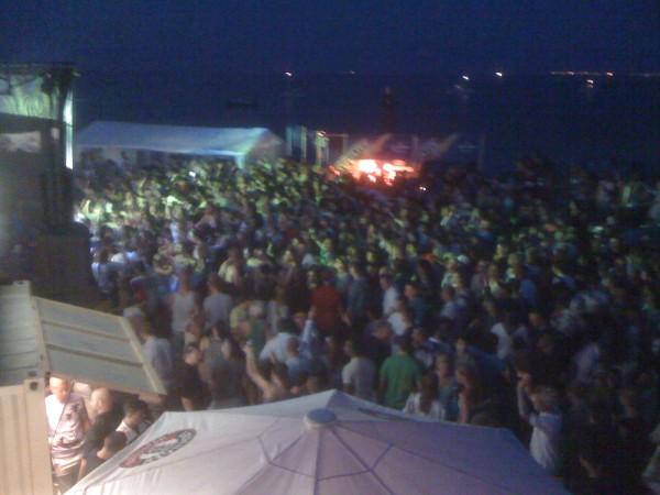 2010_07_17_beach_party02
